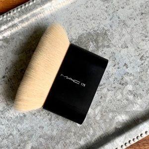 MAC Cosmetics_179 BRUSH_